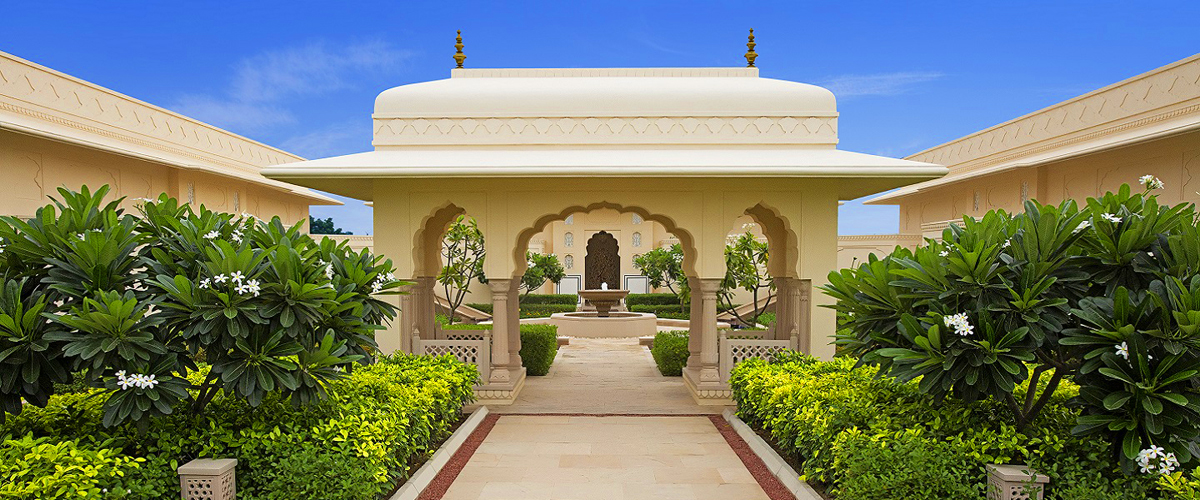 Oberoi sukhvillas, oberoi resort Indian luxury spa, traditional Indian design architecture, gardens of flowers