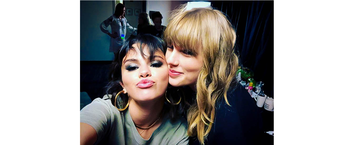 Taylor swift and Selena Gomez, Taylor swift and Selena Gomez posing for a selfie