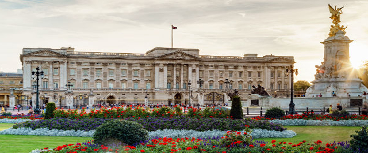 London, Buckingham Palace Royal architecture, london attraction, things to do in london, majestic buckingham palace